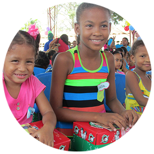 Children receiving their OCC boxes in Colombia.